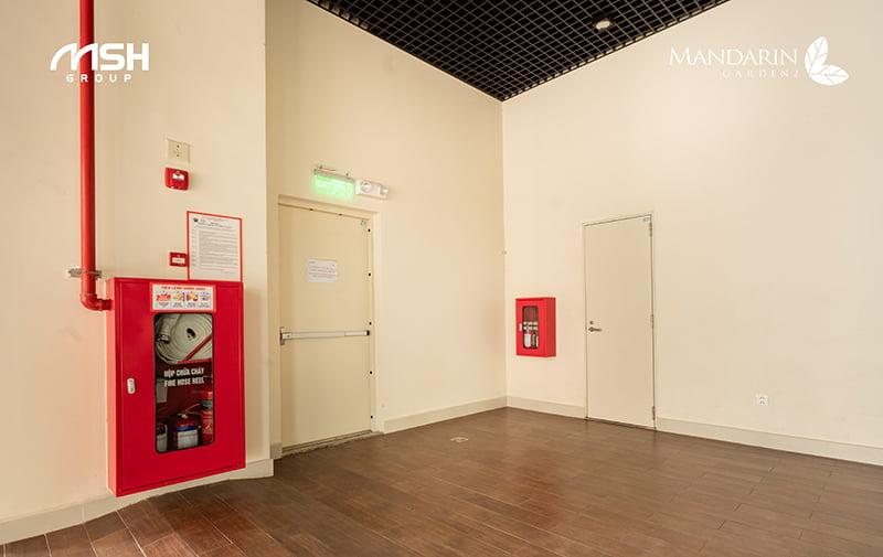 Các thiết bị phòng cháy chữa cháy được lắp đặt đầy đủ tại mỗi tầng căn hộ Mandarin Garden 2.