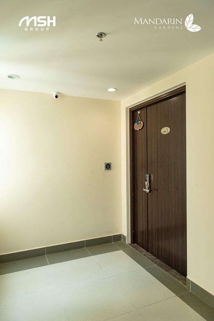 Hệ thống cửa access tự động và doorphone thông minh được lắp đặt tại mỗi căn hộ Mandarin Garden 2