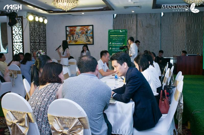 Tư vấn chuyên sâu tại sự kiện mở bán Mandarin Garden 2